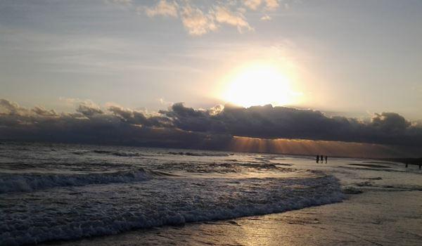 Keindahan Sunset Di Pantai Paseban