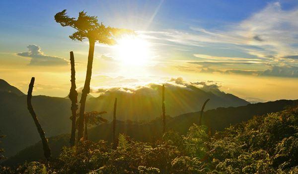 Mengenal Keunikan Gunung Binaiya