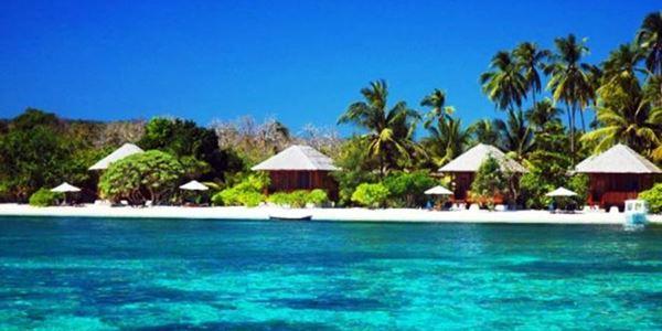 Pantai dengan Nuansa Asri di Pulau Moyo