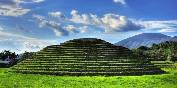 Guachimontones, piramida hijau permata arkeologi Meksiko