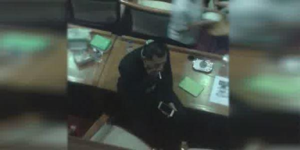 Asyik Merokok di Ruang Rapat DPR, Anang Hermansyah Minta Maaf