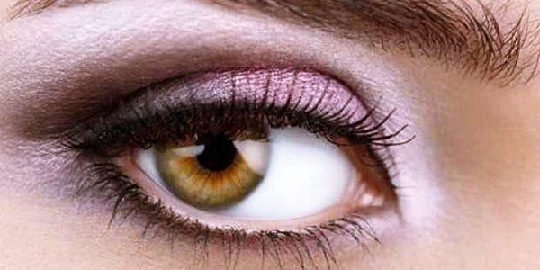 4 Kesalahan yang Sering Dilakukan Ketika Memakai Eyeliner