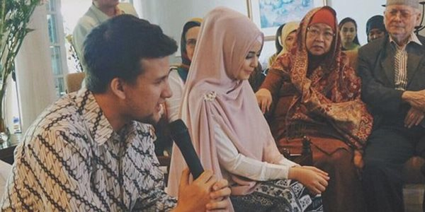 Ibu Risty : Insya Allah 19 April 2015, Risty dan Stuart Collin Menikah