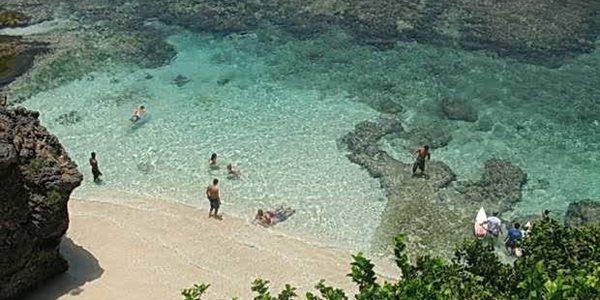 Pantai Suluban, Eksotisme di Antara Bebatuan Karang
