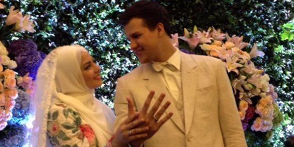 Pernikahan Risty Tagor-Stuart Collin Terlihat Sederhana Namun Romantis