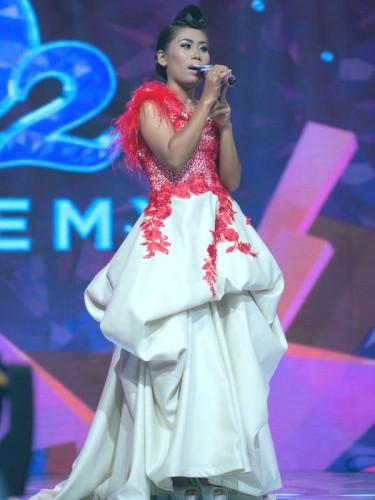 Evi tampil dengan membawakan Lagu Judi dari Rhoma Irama berhasil membius para penonton tadi malam