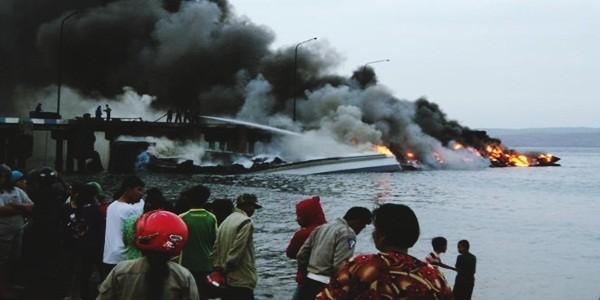 Kebakaran Kapal Pengangkit Sapi