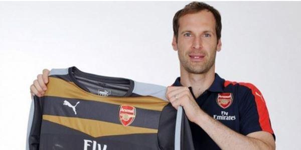 Akhirnya Arsenal Resmi Umumkan Transfer Petr Cech dari Chelsea