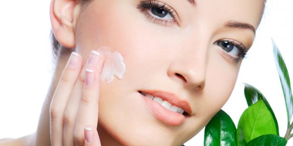 Makeup Susah Menempel Sempurna Pada Kulit Kering Ini Tipsnya