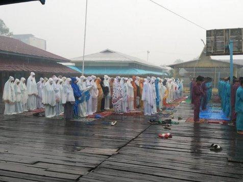 Alhamdulillah, Hujan Turun saat Pelaksanaan Salat Istisqa di Riau 2