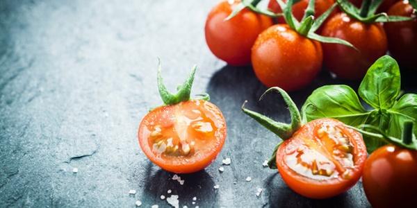 Banyak Konsumsi Tomat Bisa Picu Bau Badan?