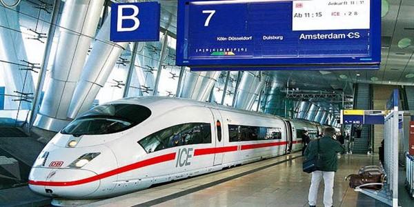 Ribut Soal Kereta Cepat, Rini Soemarno Berikan Alasan Pilih China