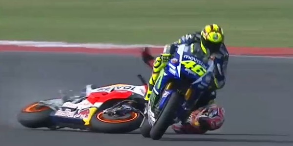 Terbukti 'Tendang' Marc Marquez, Valentino Rossi Kena Hukuman Penalti