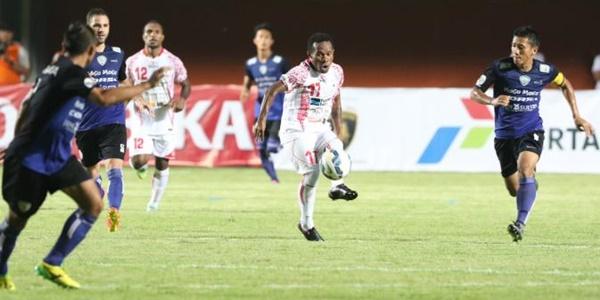 Terkam Surabaya United, Arema Cronus Puncaki Grup E