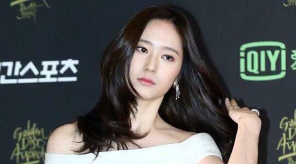 Jadi MC Golden Disk Awards, Netizen Sebut Krystal f(x) Bikin Suram 2