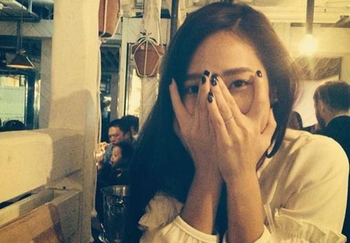 MV Selesai Digarap, Album Debut Solo Jessica Jung Ditunda