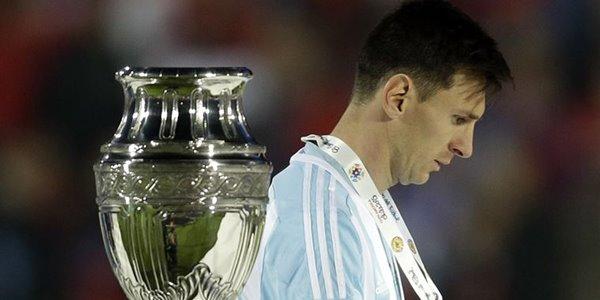 Frustasi Selalu Gagal Bersama Timnas, Lionel Messi Pilih Pensiun Dini