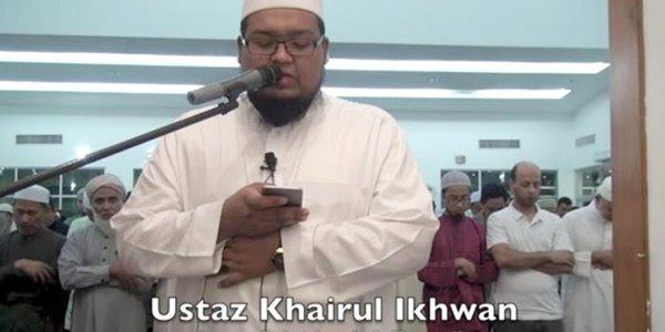 Imami Tarawih Sambil Pegang Ponsel, Video Ini Bikin Heboh Netizen