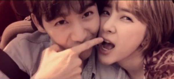 "Seo In Young Super Romantis Di MV ""In Your Arms"""