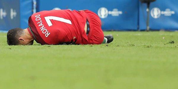 Jegal Ronaldo Hingga Cedera, Dimitri Payet Banjir Hujatan di Sosmed 2