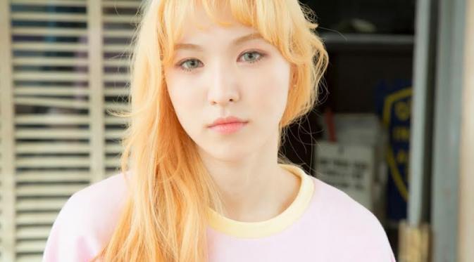 Tampil Simple, Wendy Red Velvet Pakai Baju Senilai Rp 2 Juta