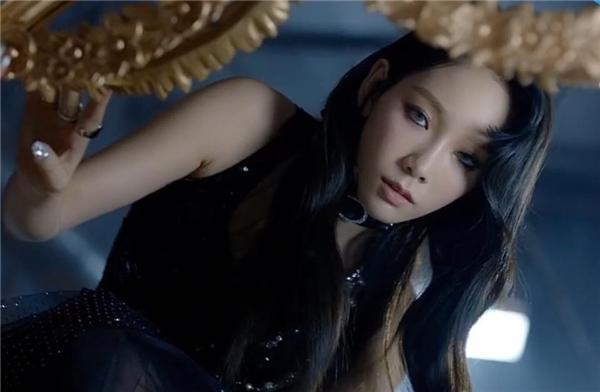 """Bertabur Berlian, Taeyeon Tampil Beda di MV Pra-rilis """"I Got Love"""""""